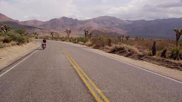 jeune homme conduisant une moto video