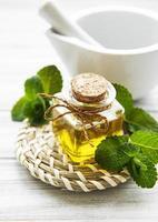 aceite de aroma esencial con menta foto