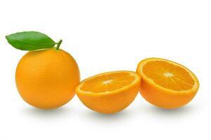 Fruta cítrica naranja sobre fondo blanco. foto
