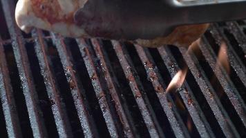 gegrilde kipfilet op grill, geschoten op phantom flex 4k video