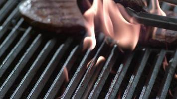 steak op grill in slow motion, geschoten op phantom flex 4k video