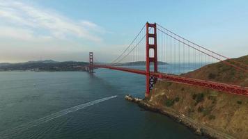 Golden Gate Bridge i San Francisco, Kalifornien, Flygfoto video