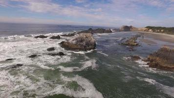 flygfoto av Oregon kusten, säl rock video