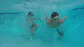 Kids jump into pool and go underwater video