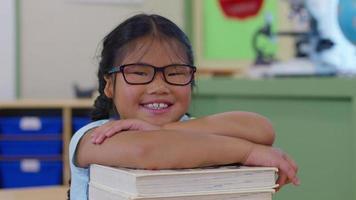 retrato do aluno na sala de aula da escola video