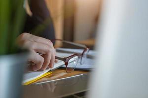 contador trabajando en la oficina foto