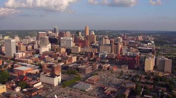 Flygfoto över Cincinnati, Ohio vid solnedgången video