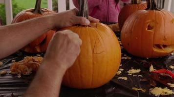 tir en accéléré de la sculpture de citrouille jack o lantern pour halloween video