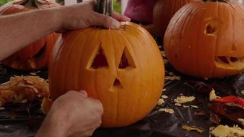 sculpture citrouille jack o lanterne pour halloween video