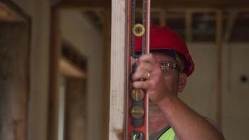 nivel de control de trabajador de la construcción video