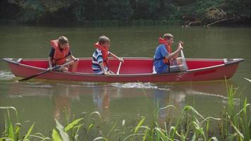 Kids at summer camp paddling a canoe video