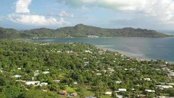 vista aérea de bora bora, polinésia francesa. video