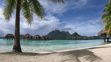 vista timelapse del resort a bora bora, polinesia francese. video
