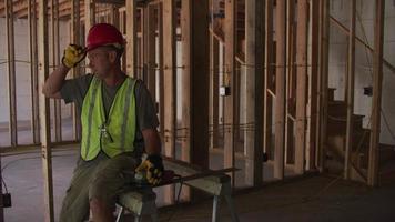 retrato de obrero de la construcción video