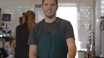 retrato, de, hombre, trabajando, en, cafetería video
