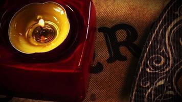 close up van een kaars op een ouija bord video