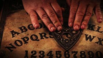 ouija spiritueel bordspel video