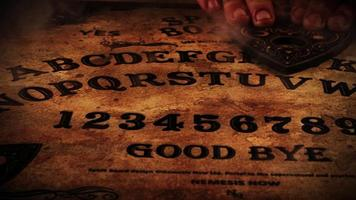 ouija bordspel met mist video