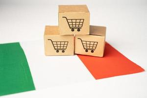 Box with shopping cart logo and Italy flag photo