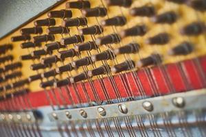 interior del piano de cola closeup foto