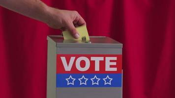 Stimmzettel in Wahlbox einlegen, Wahlkonzept video
