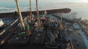 skepp på hamnen vid floden video