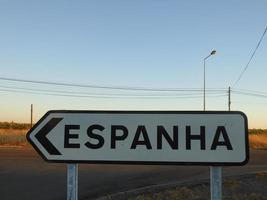 Señal de tráfico que indica hacia España foto