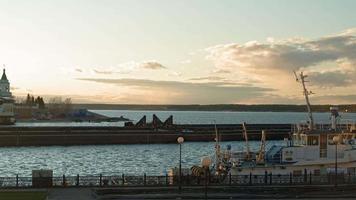 flodhamn vid solnedgången video