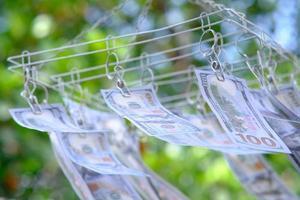 Fondo de dinero de billetes de dólar y ahorro de dinero y concepto de crecimiento empresarial foto