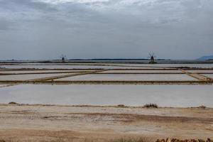 2021 05 29 molinos de viento de marsala en las salinas 6 foto