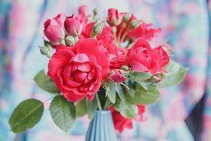ramo de rosas rojas foto