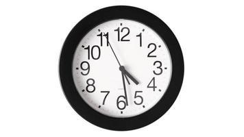 relógio de lapso de tempo em fundo branco video