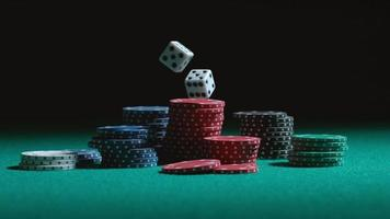 dados e fichas de pôquer caindo em câmera lenta no phantom flex 4k a 1000 fps video