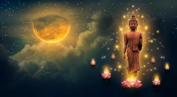Buda de pie sobre un loto en el cielo por la noche la gran luna es el fondo foto