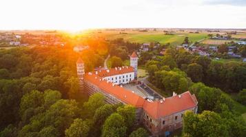 Panorama aéreo del histórico castillo de panemune en vytenai, distrito de jurbarkas. destino de viaje histórico de lituania foto