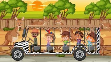 Safari en escena al atardecer con niños viendo grupo canguro vector