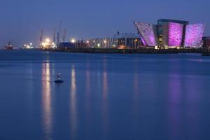 Titanic Center y muelles en Belfast, Irlanda del Norte, Reino Unido foto