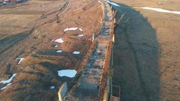 vieux pont de chemin de fer historique prise de vue aérienne de quadrocopter video