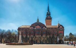 subotica, serbia, 01 de abril de 2017 - ayuntamiento en subotica foto