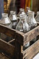 Composición de los objetos del mercado de antigüedades. foto