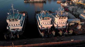 ett gäng skepp i hamnen video
