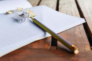 cuaderno y lápiz, concepto de educación foto