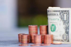 Ahorro de dinero y concepto de crecimiento empresarial, concepto de finanzas e inversión foto
