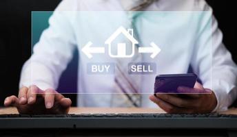 empresario comprar casa y concepto de bienes raíces foto