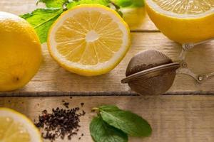 ingredientes para té de limón y menta, medicina alternativa. foto