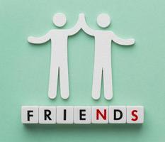 composición de la vista superior de los elementos del día de la amistad foto