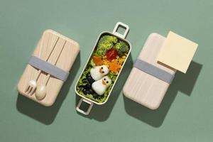 surtido de deliciosas cajas bento japonesas foto
