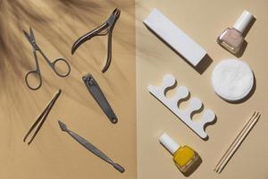 productos para el cuidado de las uñas arreglo de naturaleza muerta plana foto