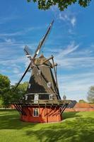 Molino de viento en la histórica fortaleza kastellet en Copenhague, Dinamarca foto