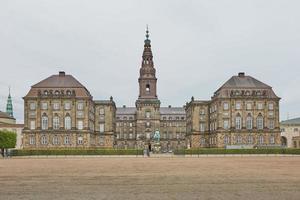 El edificio principal de christiansborg slot copenhague, dinamarca foto